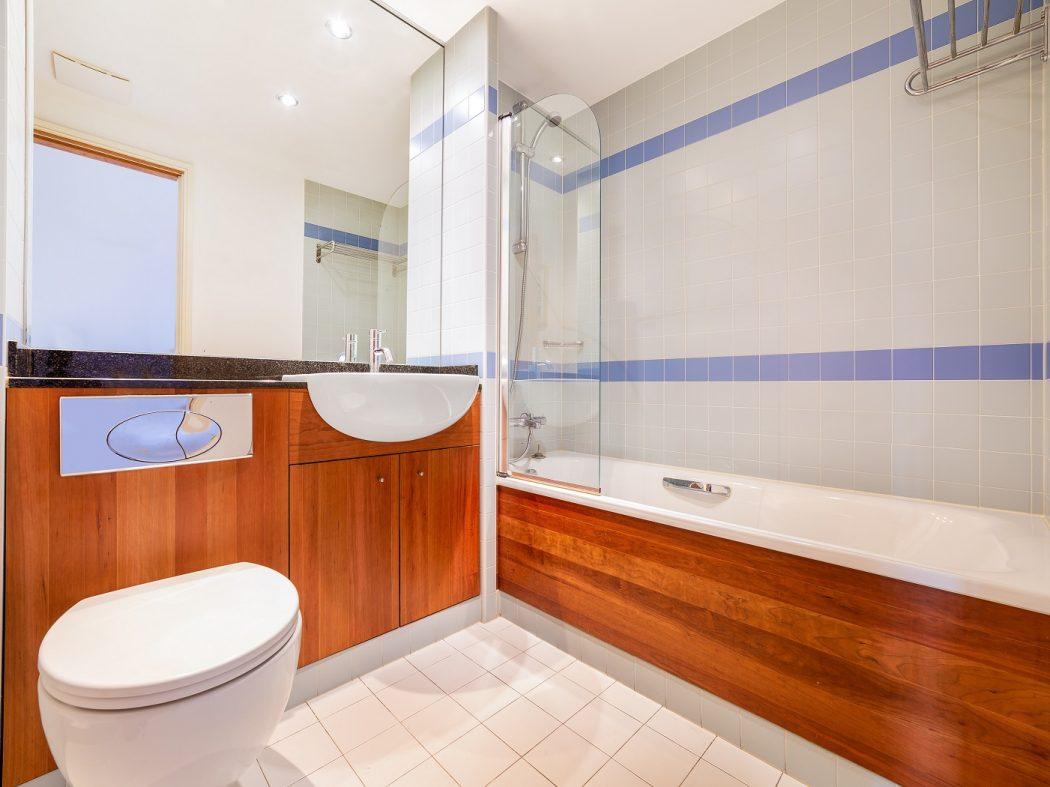 17 Hanover Dock - bathroom