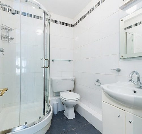 116 Harcourt Green shower room