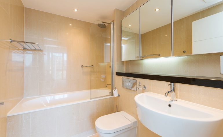51 The Waterfront - ensuite