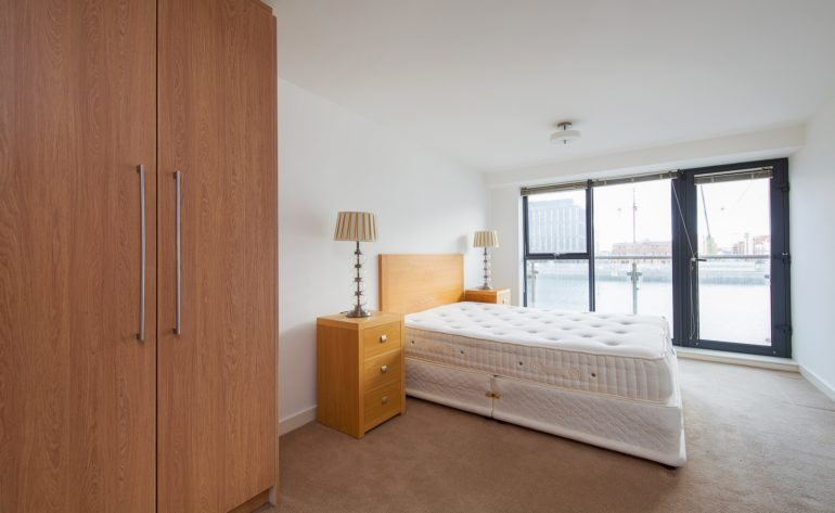 8 Butlers Court - Master