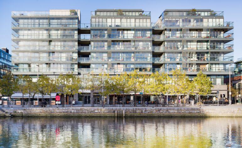 Hanover Dock - exterior a