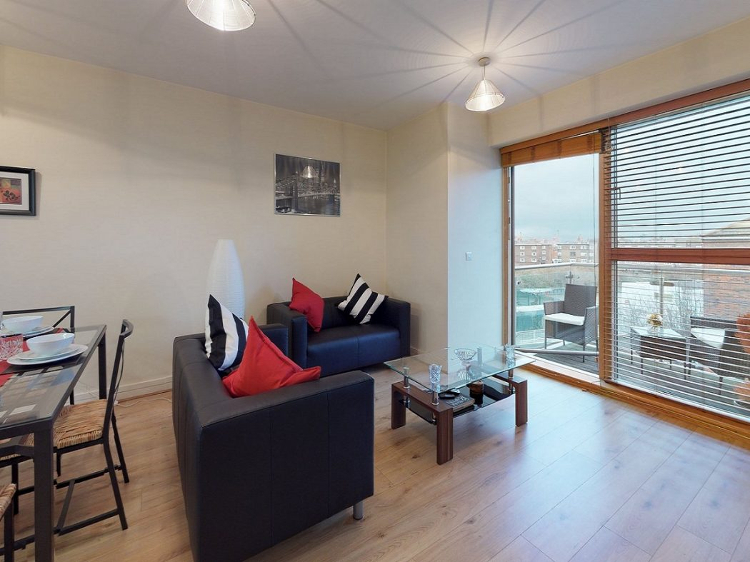 25 Grand Canal Wharf - Living room