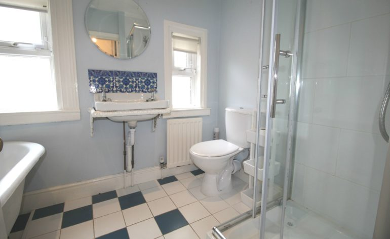 3 Achill Road - bathroom
