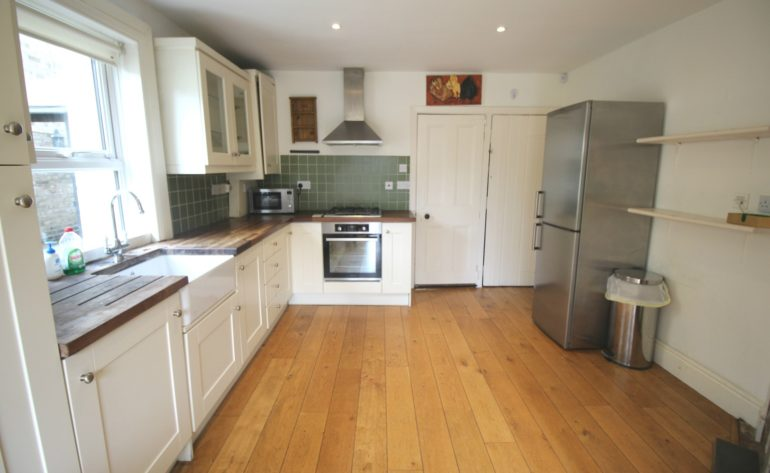 3 Achill Road - kitchen b
