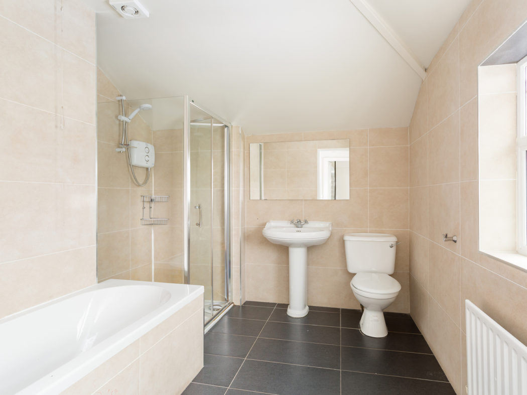 3 Strangford Road - Bathroom