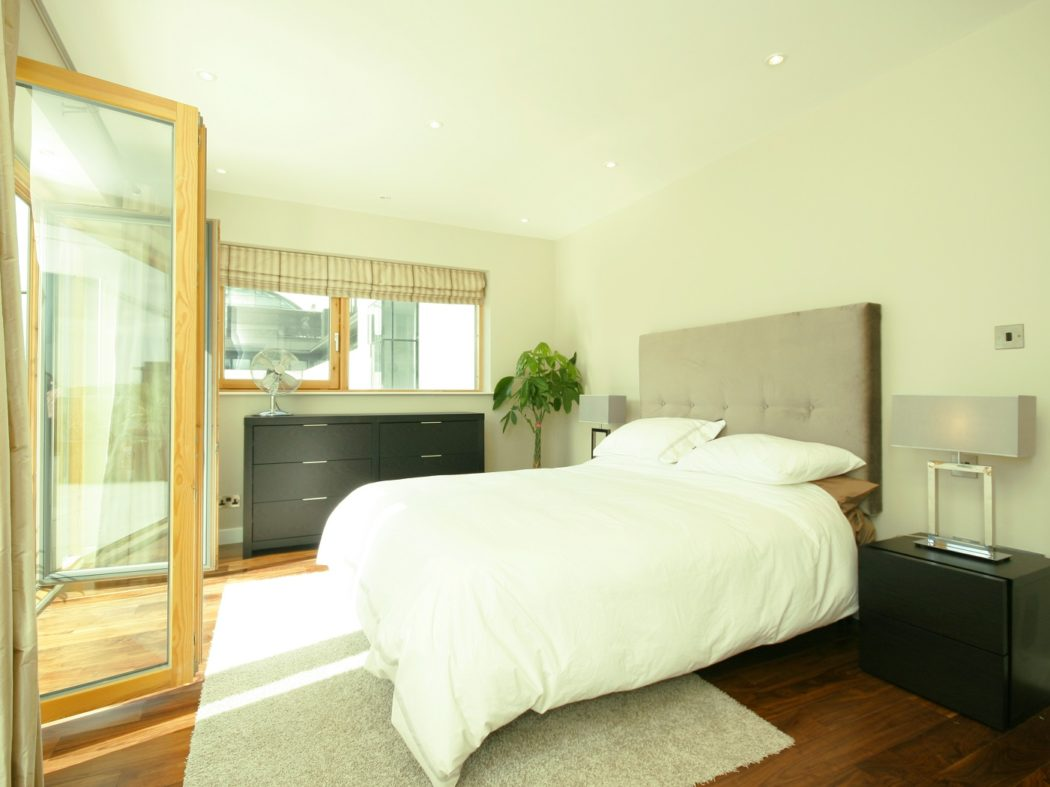 20 Forbes Quay - master bedroom