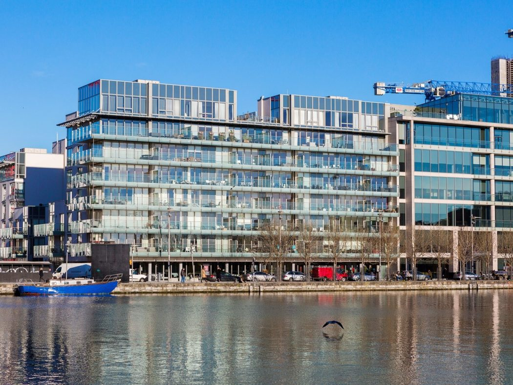 43 The Waterfront - External
