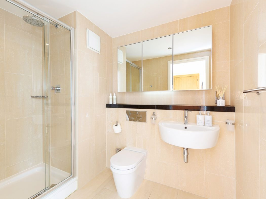 65TheWaterfront_ensuite