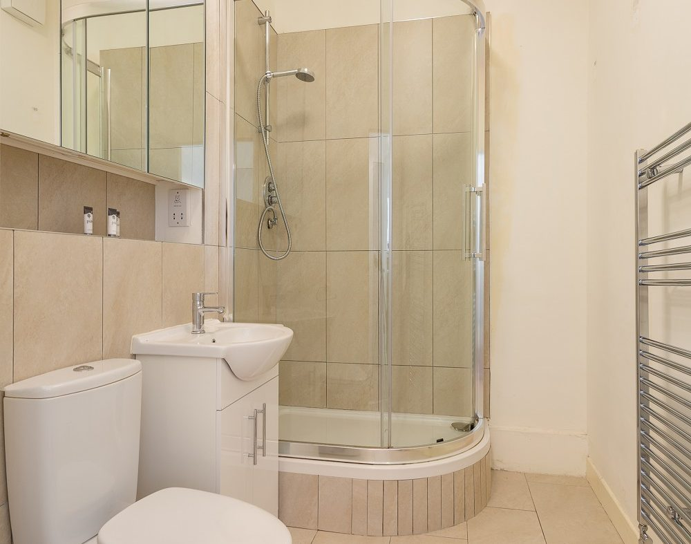 15 Gandon House - Bathroom