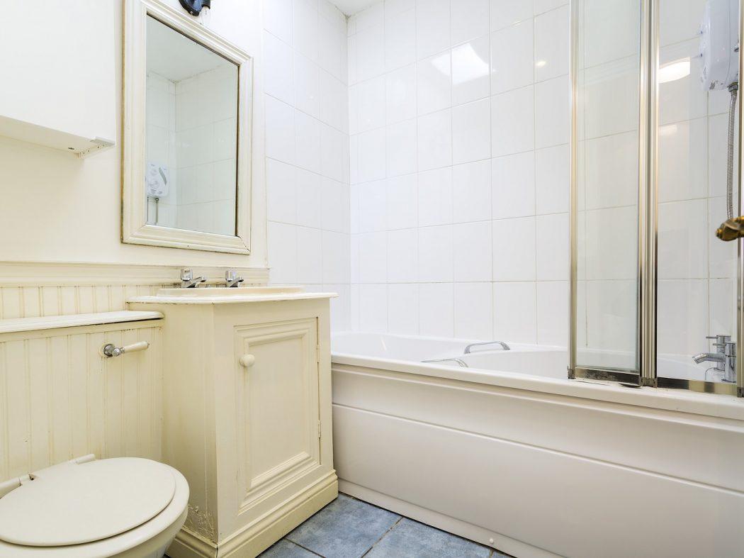 34 Arklow St - Bathroom