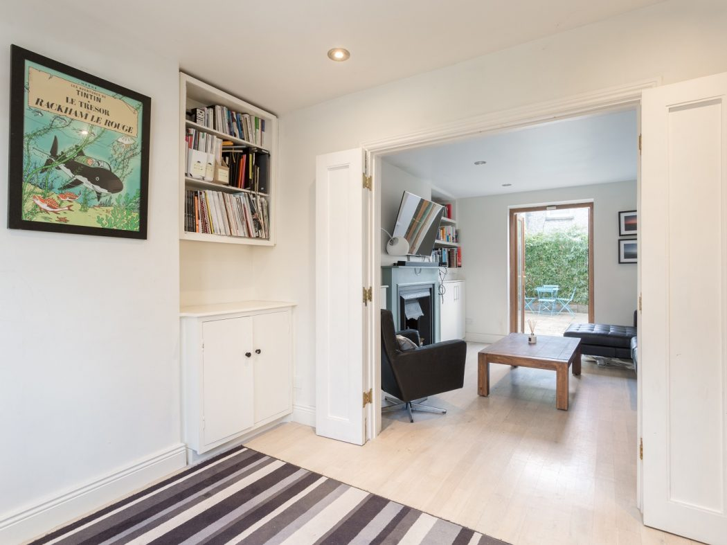 38 o'donovan road - Sitting room to front