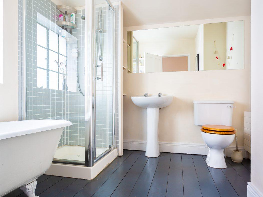 4 Strangford Road - Bathroom