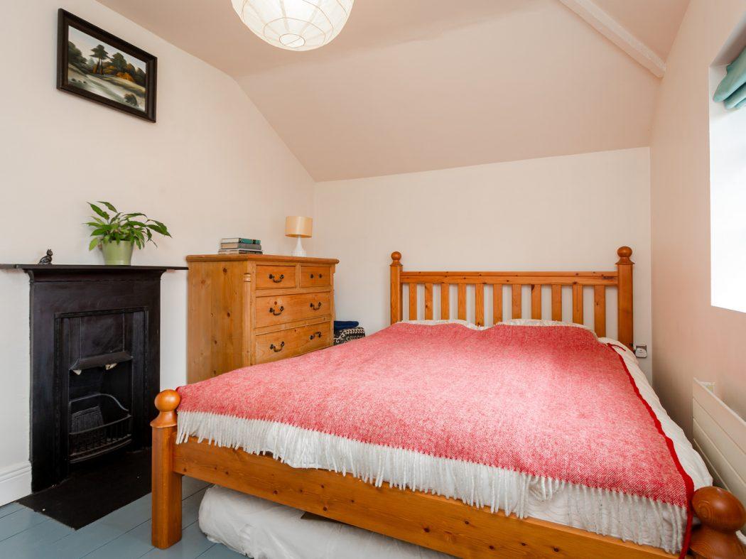 4 Strangford Road - Bedroom 1