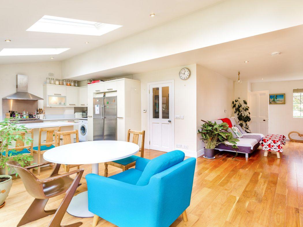 4 Strangford Road - Living room