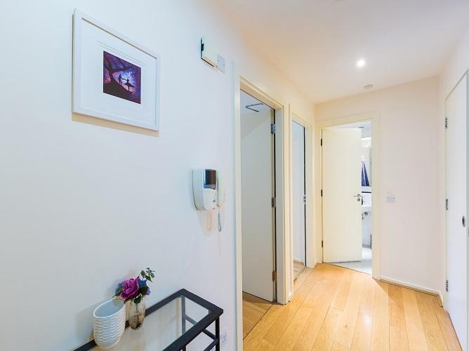 1 Clarion Quay, Block 8 - Hall