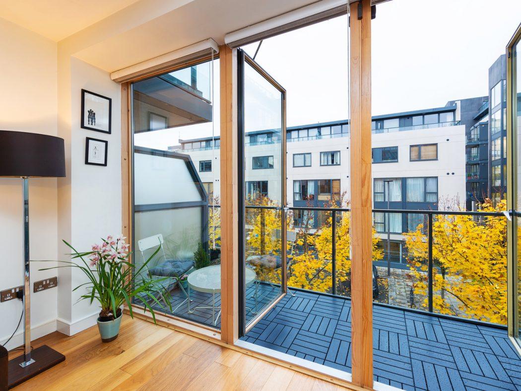 15 Hanover Quarter - Balcony