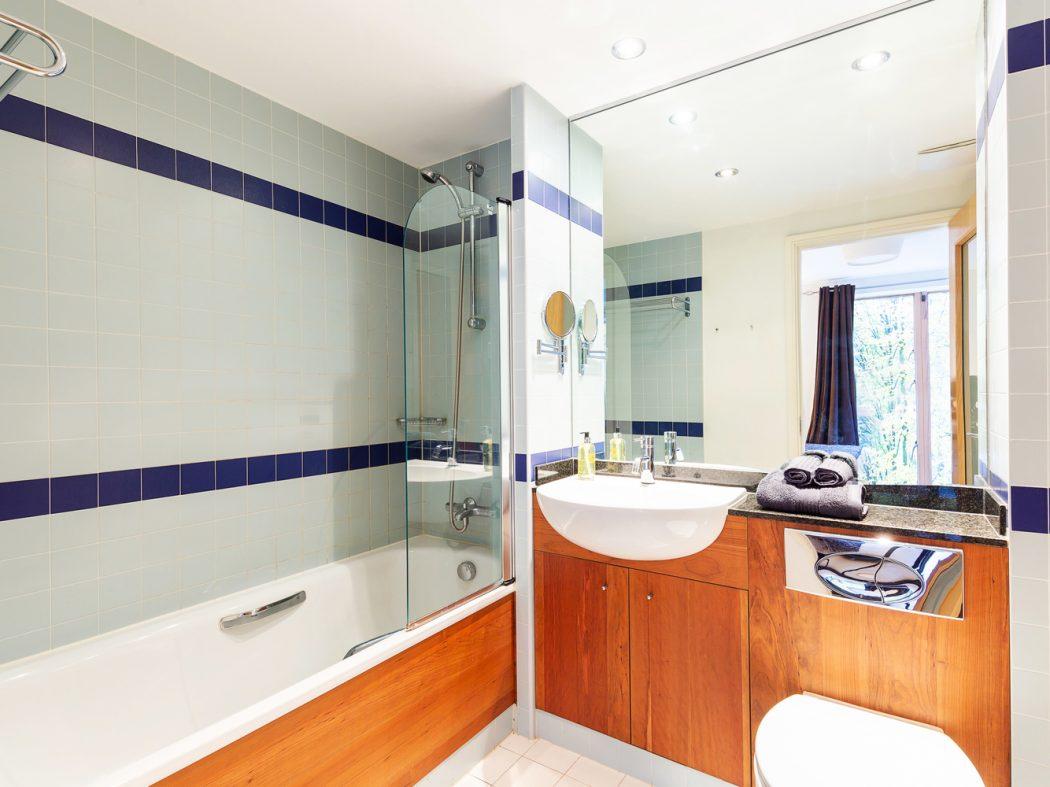 15 Hanover Quarter - Bathroom