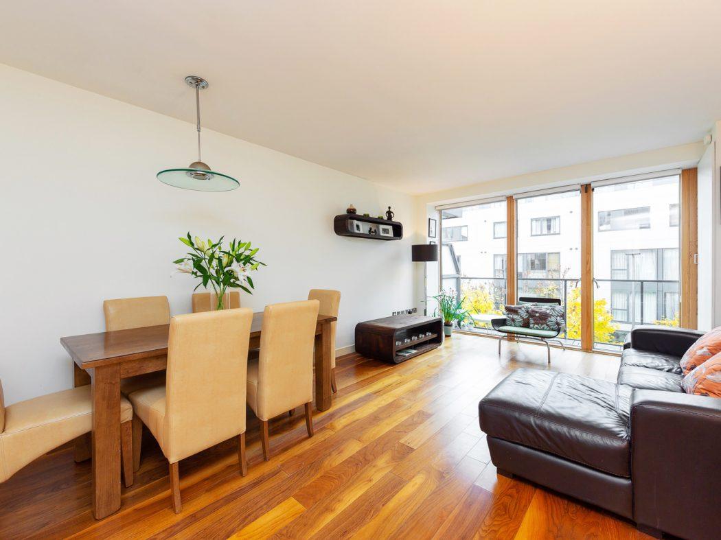 15 Hanover Quarter - Living room