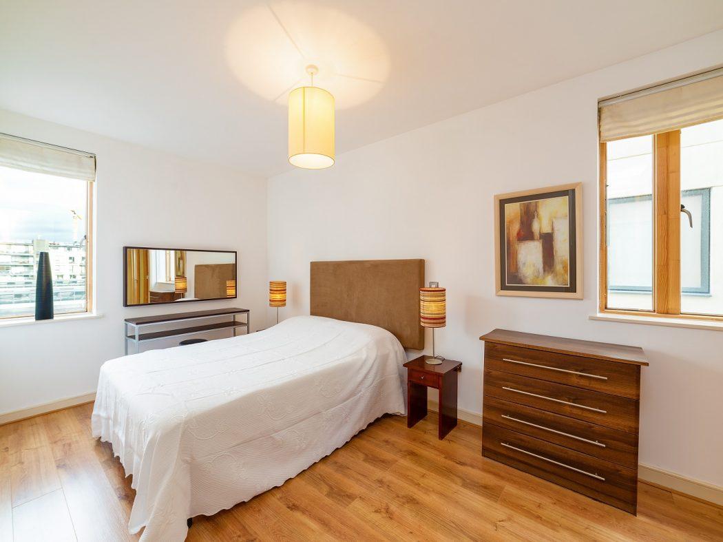 24 Hanover Dock - bedroom 1