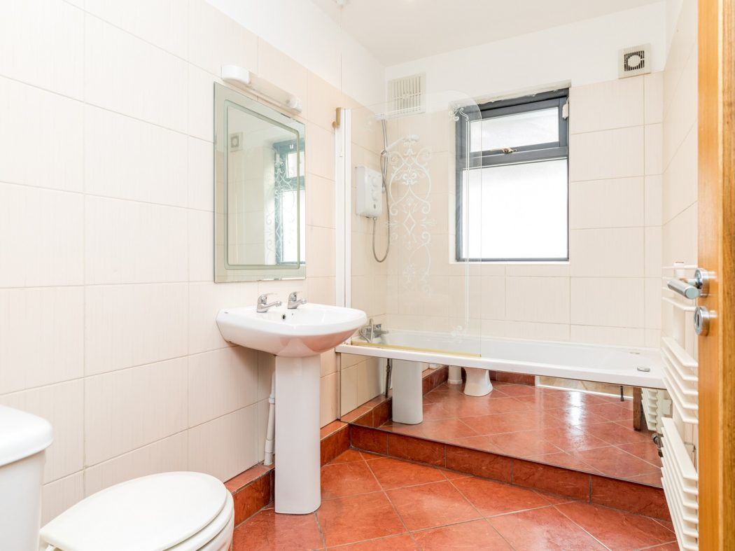 5 Hewardine Terrace - Bathroom
