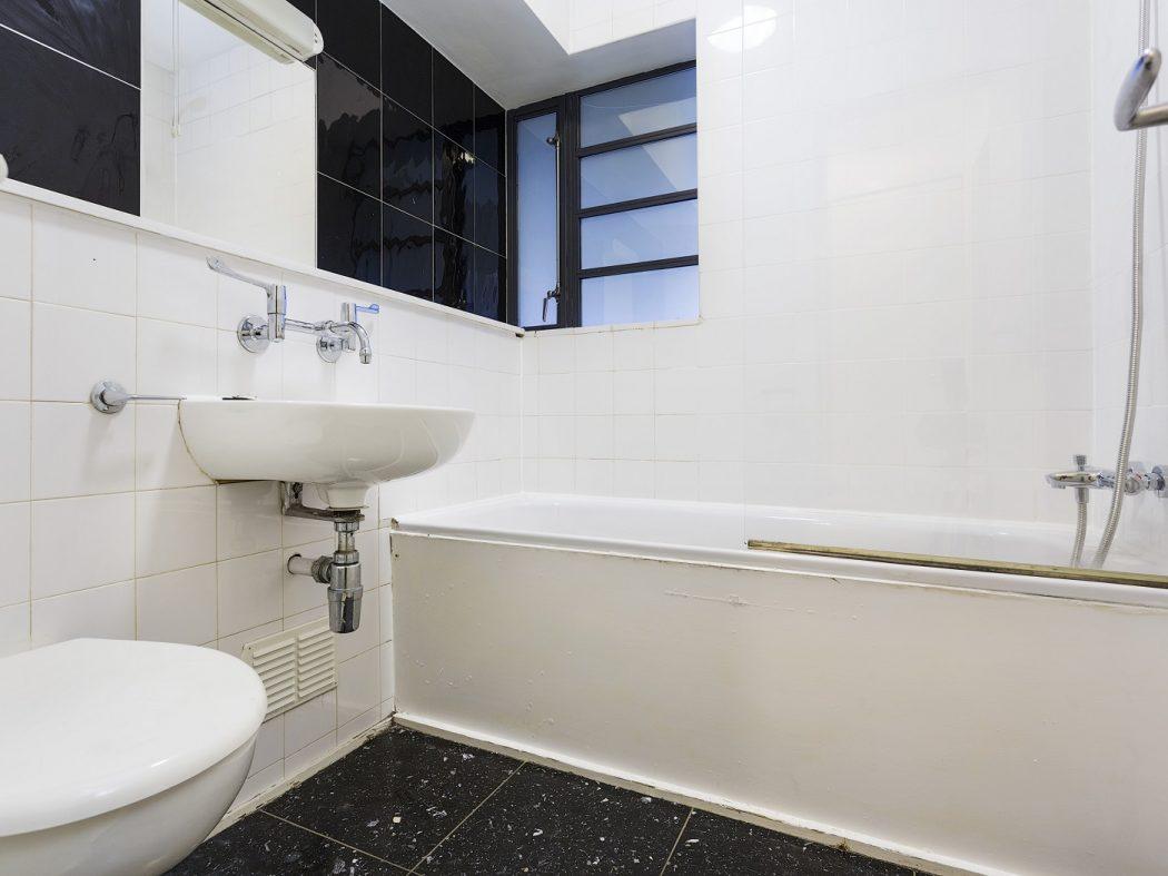 5 Temple Bar Square - bathroom
