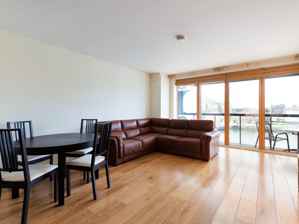 57HanoverRiverside_Living room