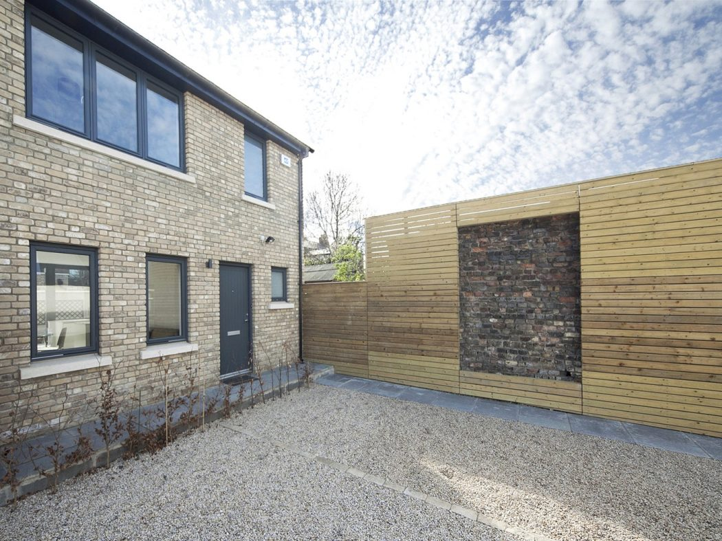 84 Rere Chelmsford Lane - Exterior
