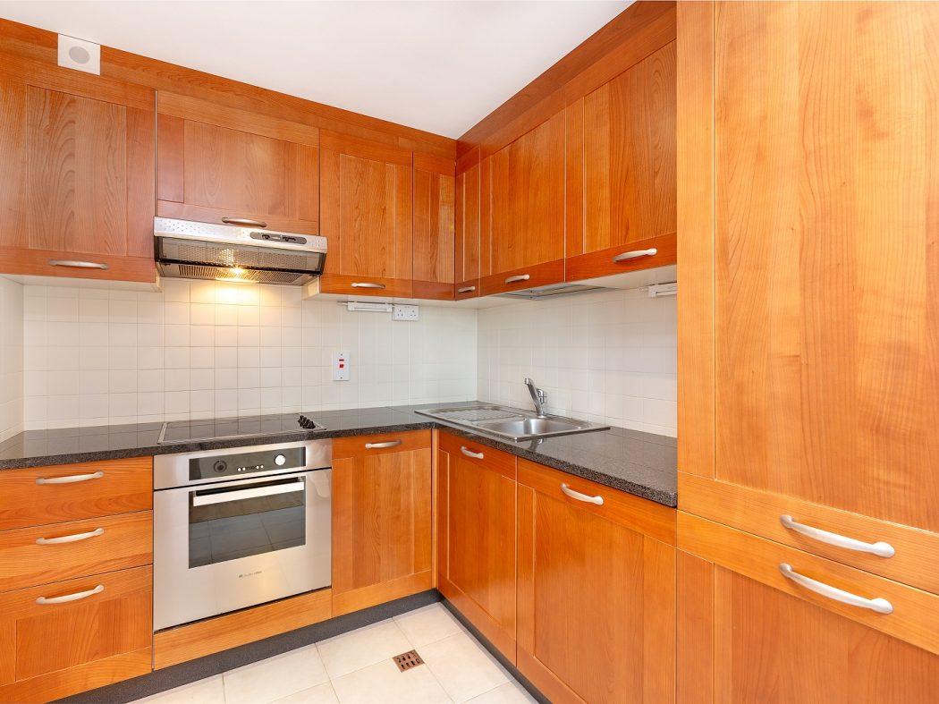 711 LBQ North - kitchen