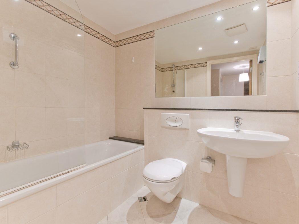 114 LBQ South - bathroom
