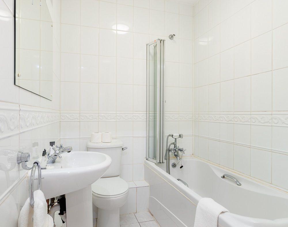 14 Summerfield - Bathroom