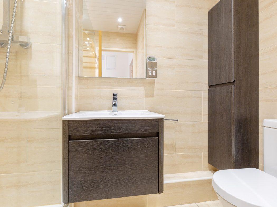35 Aran House - Bathroom