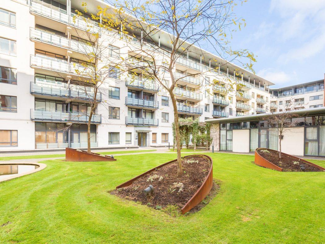 35 Aran House - Lawns