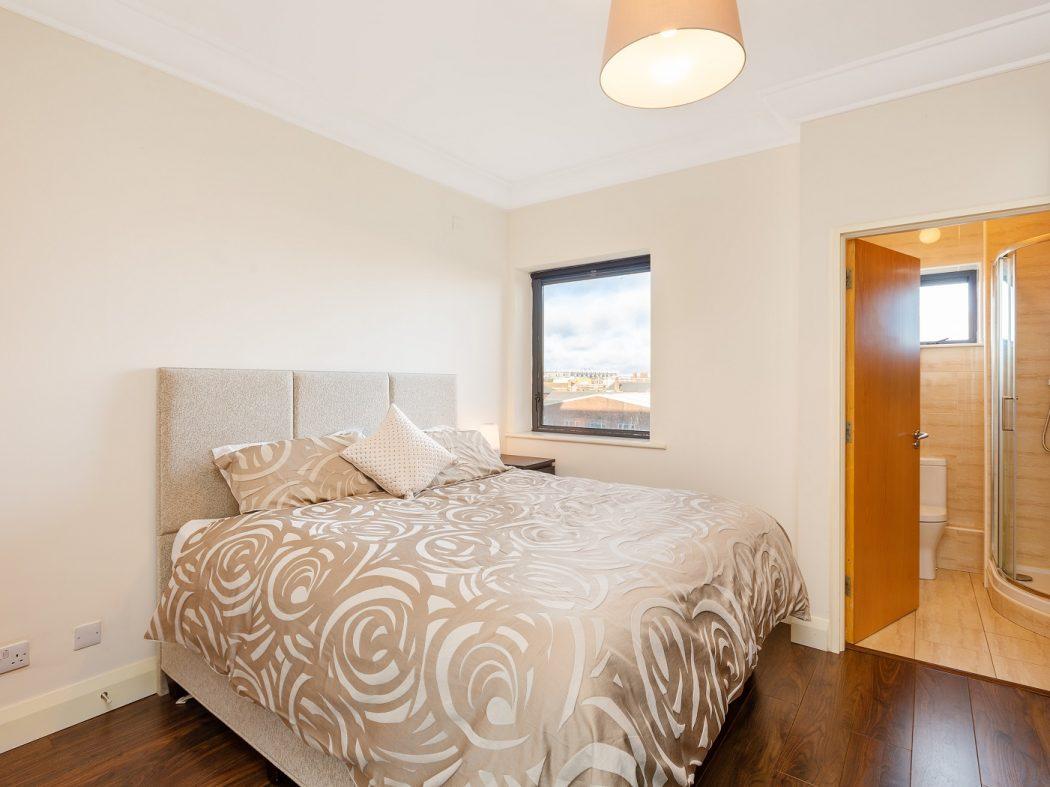 35 Aran House - Master bedroom