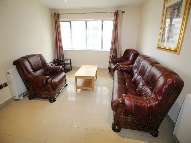 7 Trinity Plaza - living room