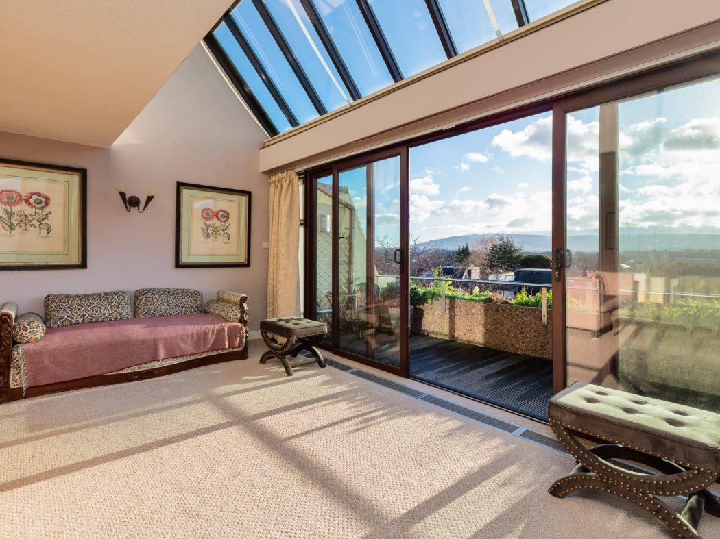 9 The Oaks - Living room 2