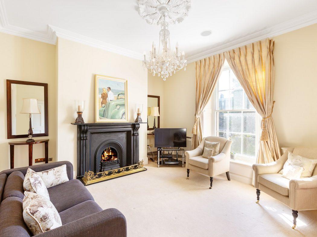 102UpperLeesonStreet-2-Livingroom