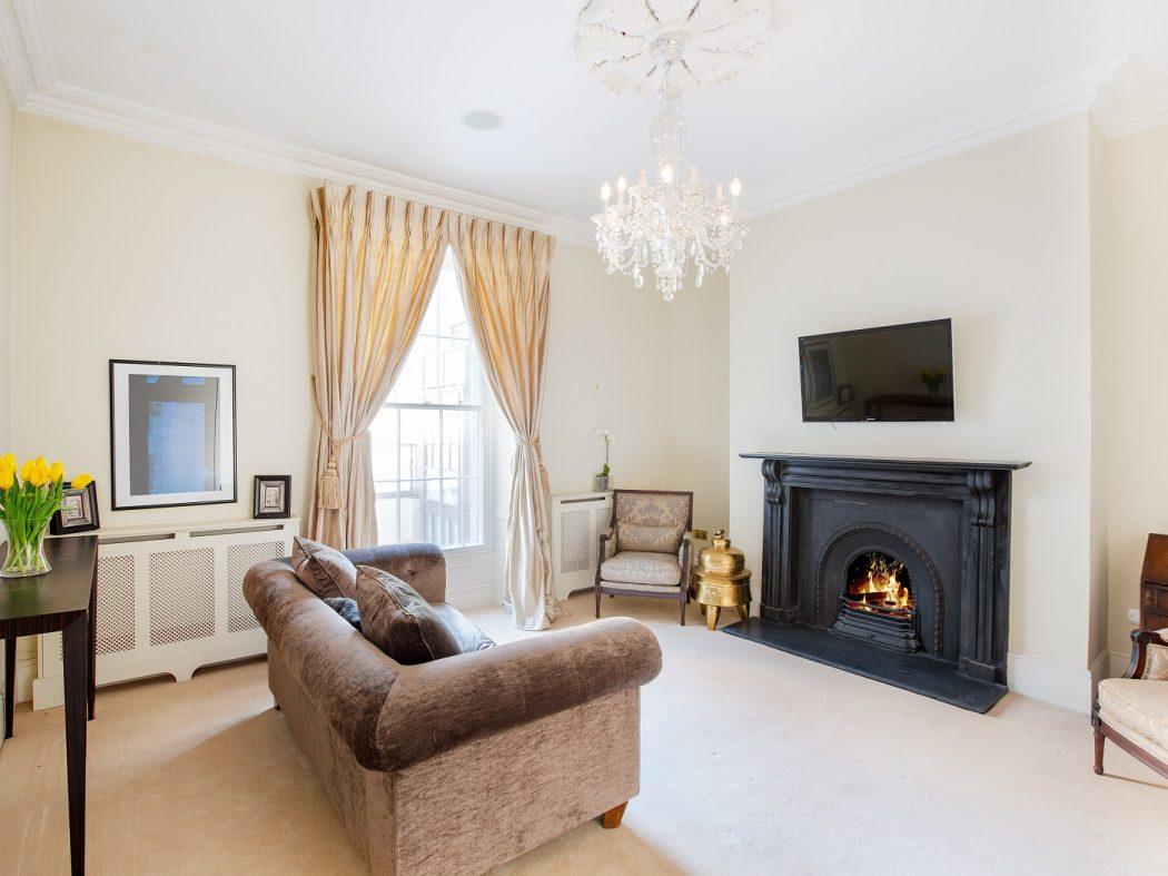 102UpperLeesonStreet-3-Livingroom B