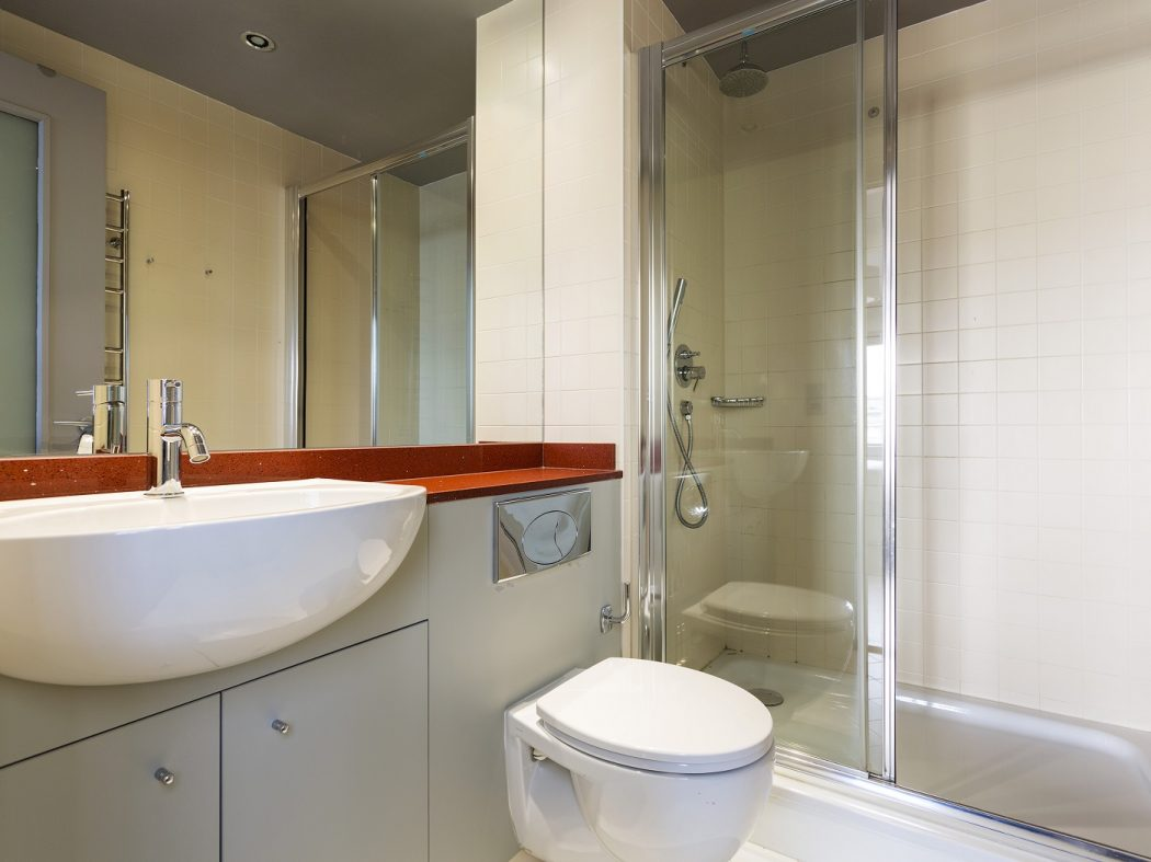 26HanoverDock-3-ensuite bathroom