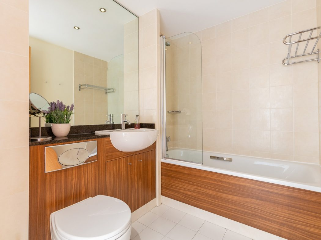 6 Cowper Hall - Bathroom