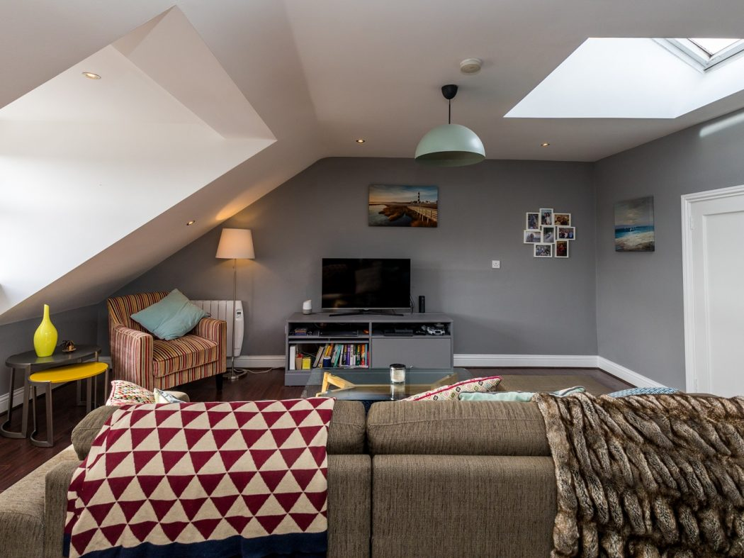 10A Kingscourt - 1. Living room