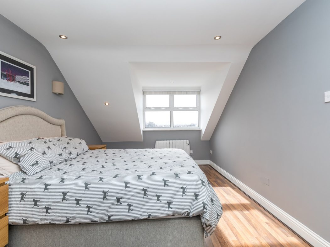 10A Kingscourt - 1. Master Bedroom.1