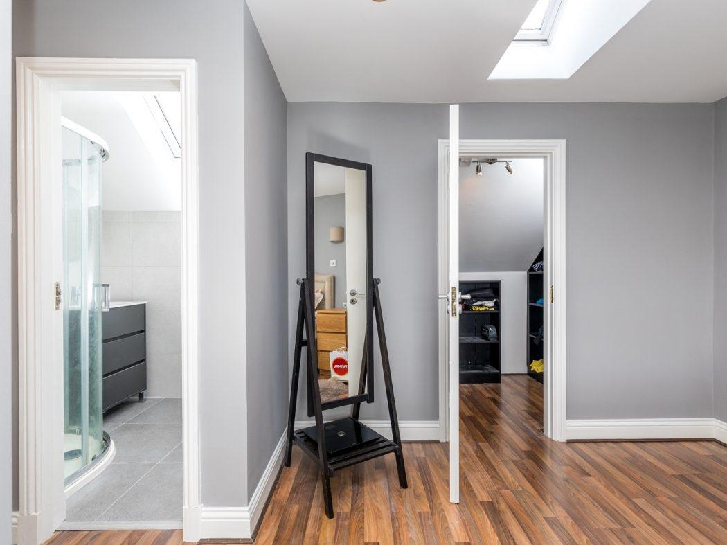 10A Kingscourt - 1. Master en-suite and walk-in wardrobe