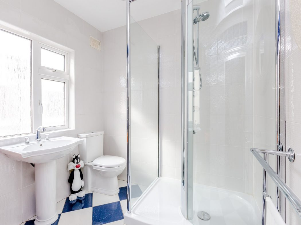 14 Marine Drive - bathroom