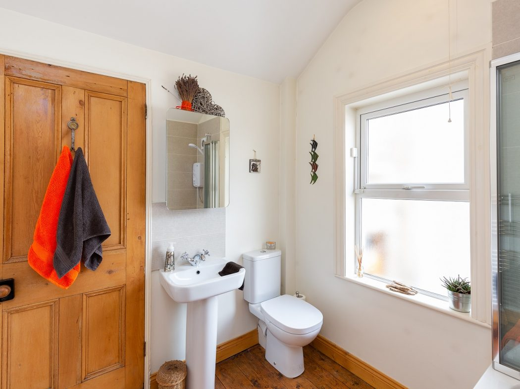 34 Reuben Ave - Bathroom