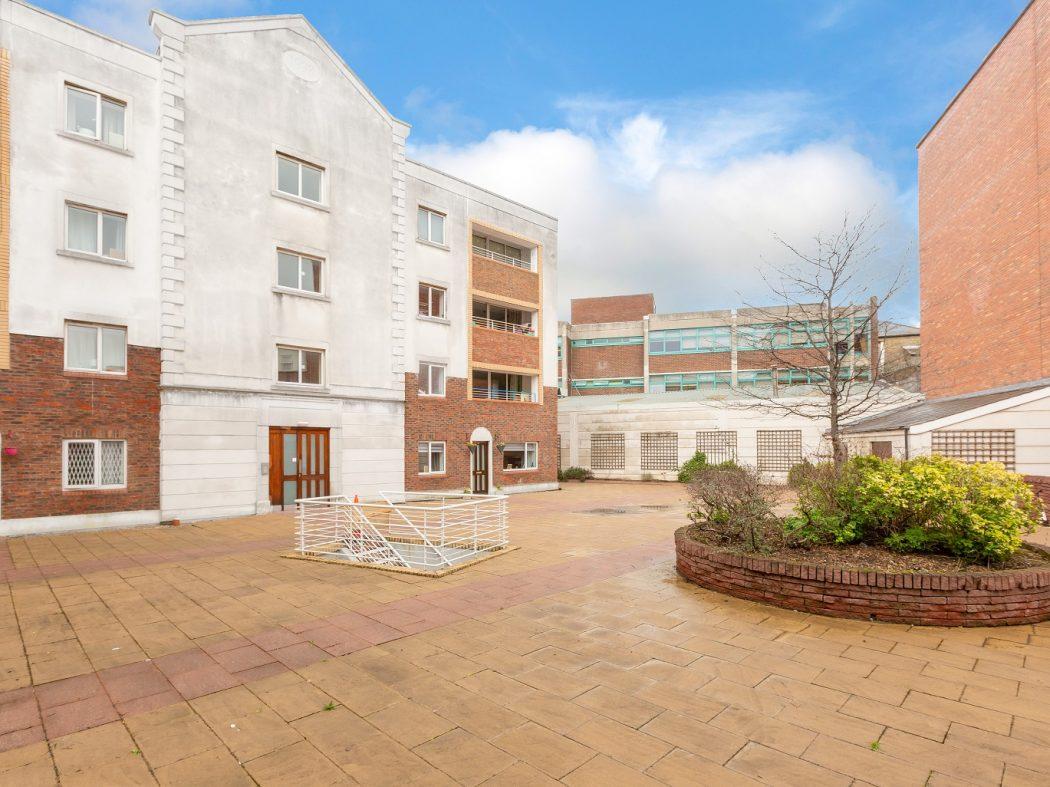 36 Swift Hall - Courtyard