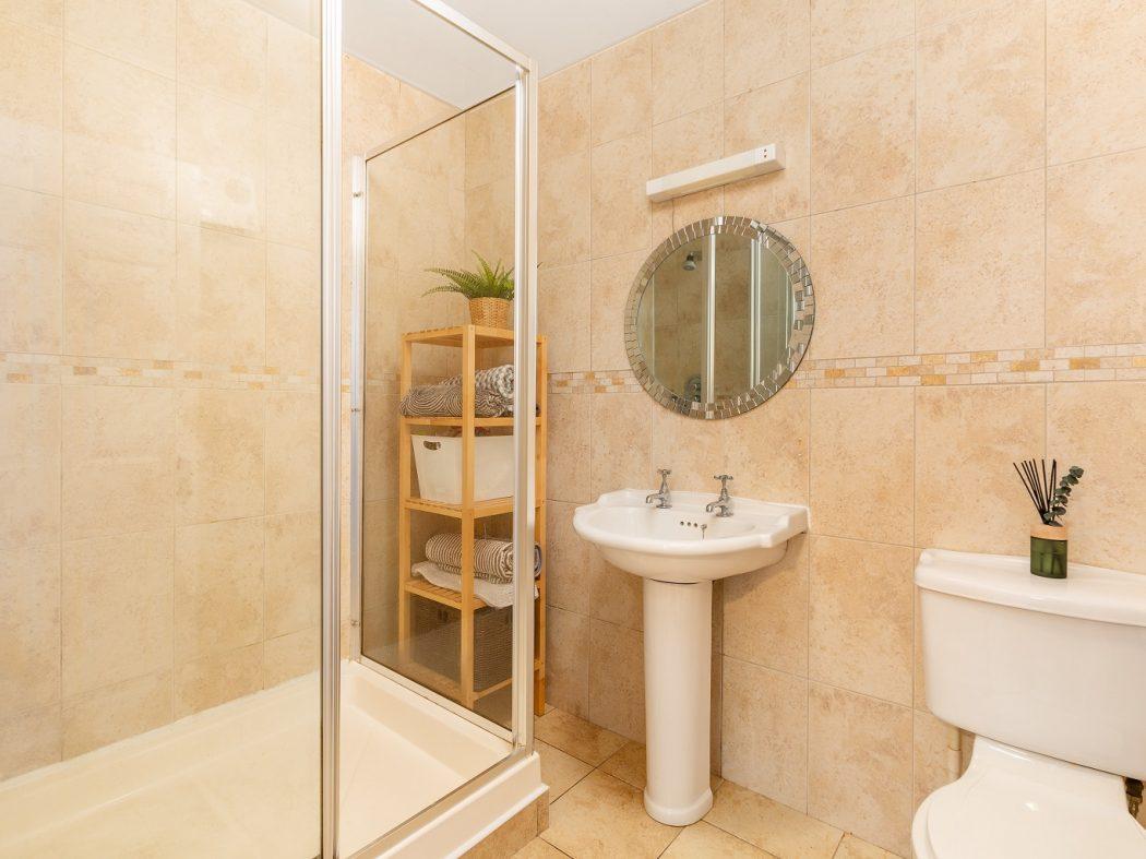 36 Swift Hall - Shower-room