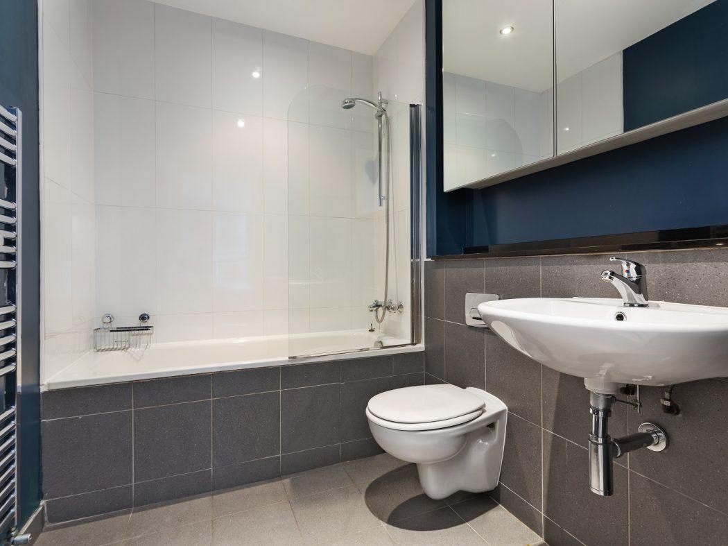 56 Forbes Quay - bathroom 2