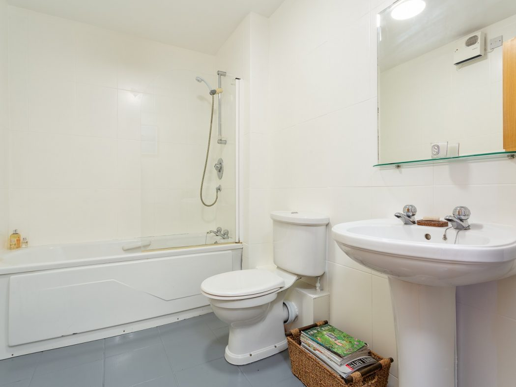 1 Olympic House - Guest Bathroom