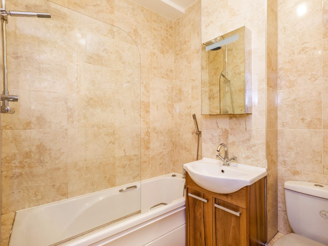 1 Tailors Court - Bathroom