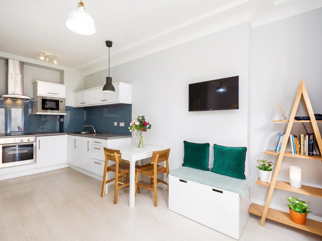 1 Tailors Court - Dining to kitchen